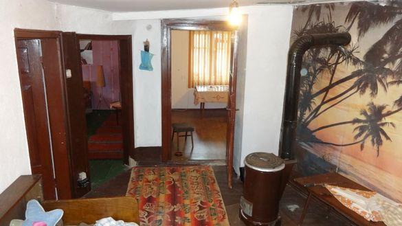 Масивна къща с двор и гараж с.Гостилица, обл Габрово,общ.Дряново
