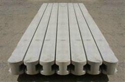 Stalp din beton pentru gard