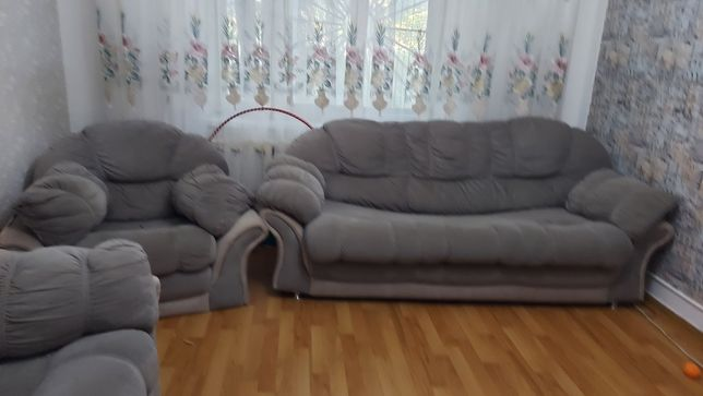 Продам срочно диван удобный