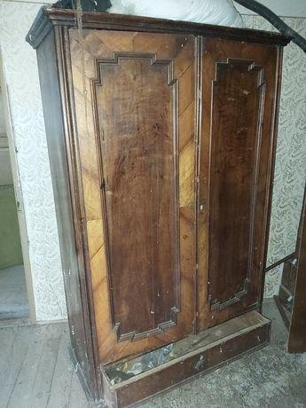 Sifonier vechi din lemn de Nuc