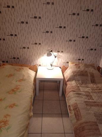 Нощувки в самостоятелни стаи с бани и тоалетни и месечно от 7 до 15лв.