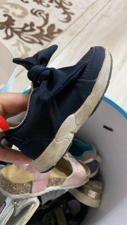 Продам детскую обувь от 20 размера