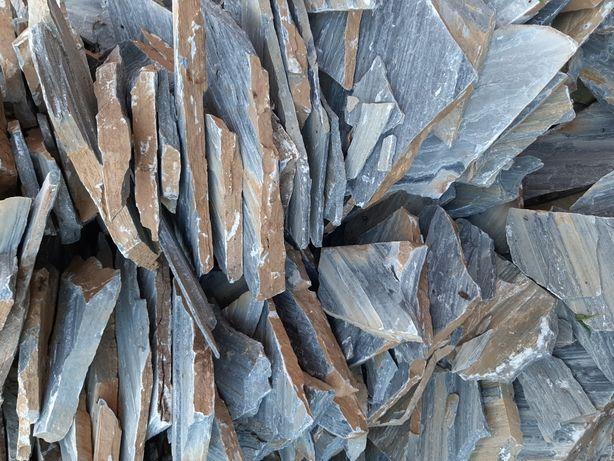 Vând piatră naturală, decorativă ,ornamentală pentru placat sau pavaj.