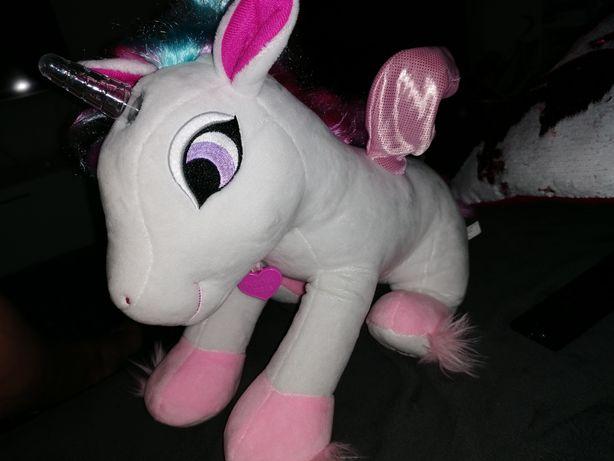 Luana prințesă unicorn