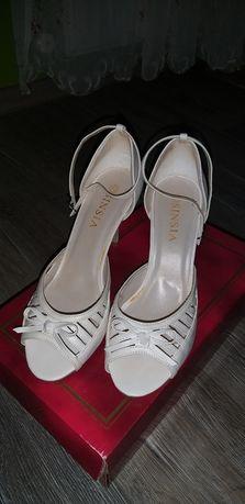 Vand sandale albe