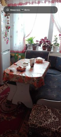 Продам обеденную зону (диван, стол, 2 табуретки) за 12000 тг.