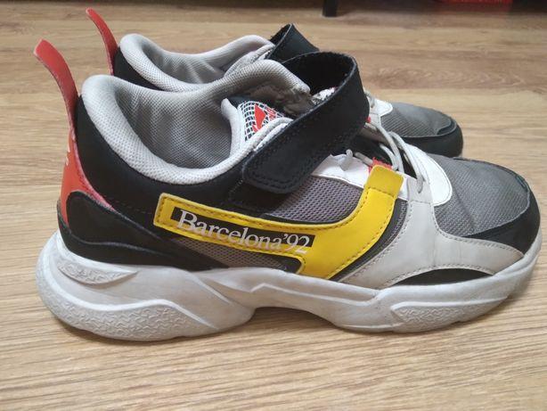 Продам кроссовки Li ning цена 6000 тенге размер 37