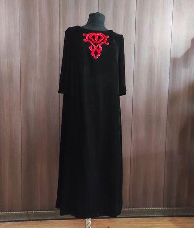 Платье из бархата с ручной вышивкой