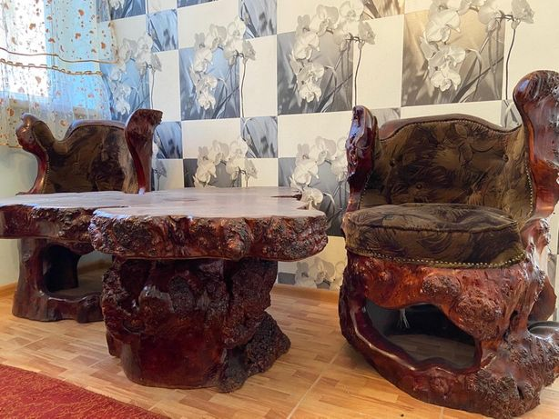 Кресло, стол, диван, трюмо в идеальном состояние. Натуральное дерево,