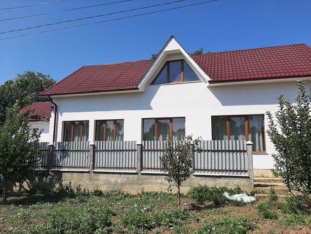 Vând casa P+M zona velenta