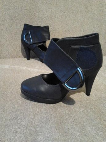 Нови Тъмносини Обувки на ток