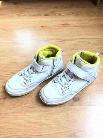 Продам осенние кроссовки для девочки 36 размер