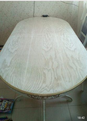 ПРОДАМ стол для гостей в отличном состоянии