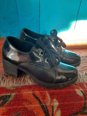 Женские ботинки . Одевала пару раз .