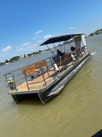 Barca tip Catamaran