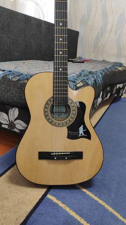 Продам гитару 6ти струнную