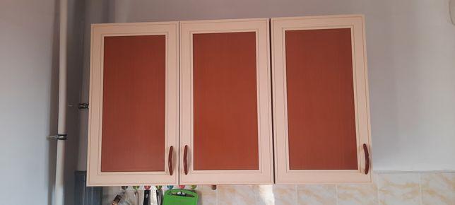 Кухонный шкаф и две подвесные шкафы