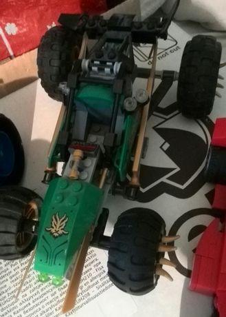Vând sau schimb două cutii cu piese+maşini+figurine LEGO originale.