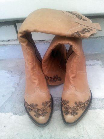 Дамски ботуши от естествена кожа.