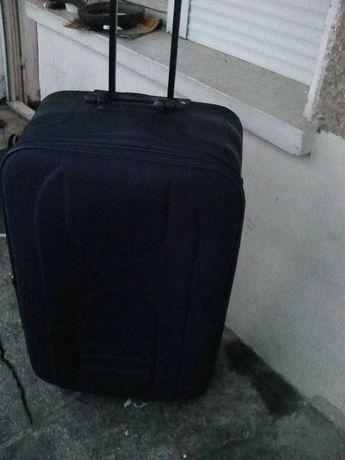 Продавам голям куфар