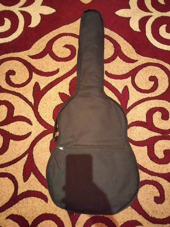 Гитара сатылады жаксы күтіліп усталган каитып калган баға жок келісеми