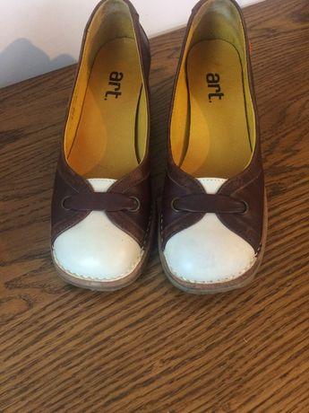 Продавам дамски обувки Арт