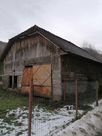 vând sura lemn masiv și casa veche din lemn