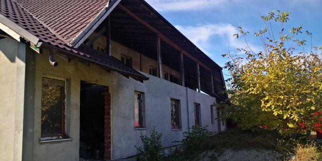 Casa duplex la rosu