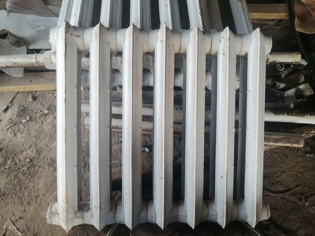 Чугунный батария (секционный радиатор)