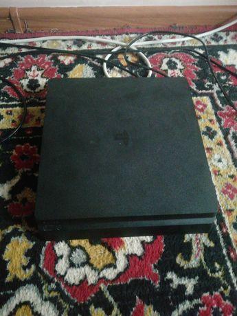 Продаётся PlayStation 4
