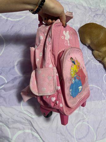 Детска раничка на колелца
