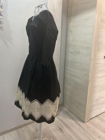 rochie negru cu alb broderie marimea m
