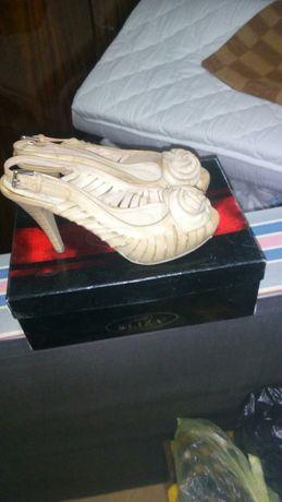 Дамски обувки 15лв