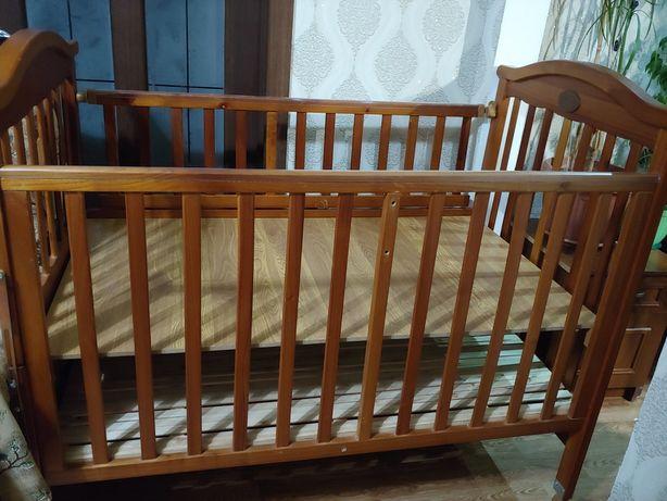 Продаю детскую деревянную кроватку