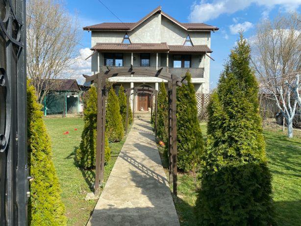 Vila de vanzare (8 camere)+teren (total 2500mp) Dambovita,Bujoreanca