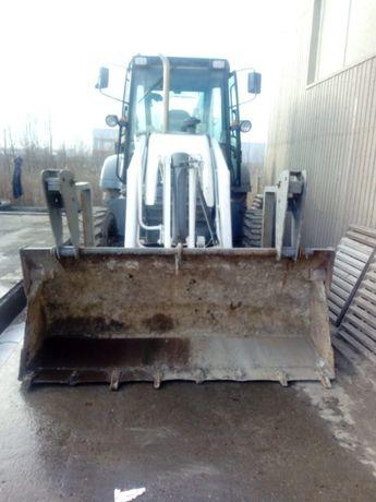 S.C. ofera spre inchiriere buldoexcavator Terex cu si fara picon