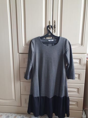 Продаю платье цена 7000 тг.торг.
