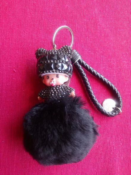 Ключодържател/ аксесоар за чанта с кристали и пухче Baby Doll