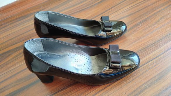 Италиански дамски лачени обувки номер 38