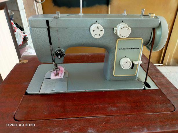 """Швейная машинка """"Чайка"""" в  среднем состоянии,идеально работает. 25000"""