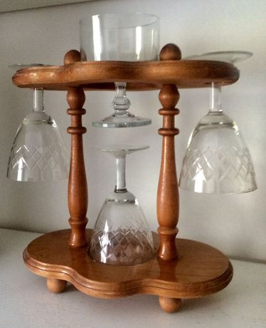 Дървена стойка, поставка за чаши + 4 кристални чаши за барче!