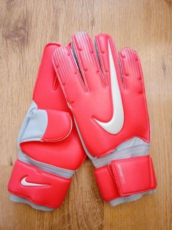 Нови вратарски ръкавици Nike GK Spyne Pro