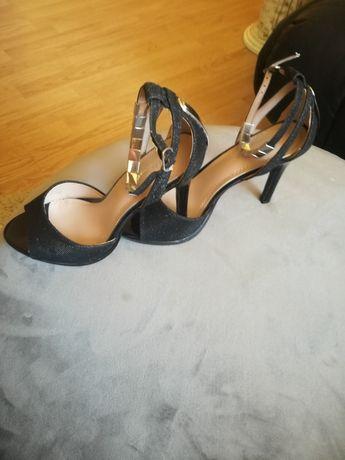 Vând sandale,nr 37