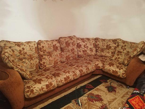 Продаётся угловой диван с креслом