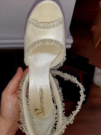 Pantofi Veronesse facuti pe comanda, 309 lei.
