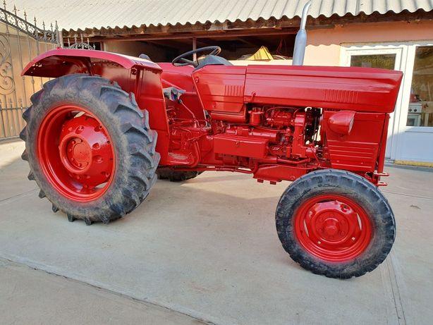 Tractor 445 UNIVERSAL