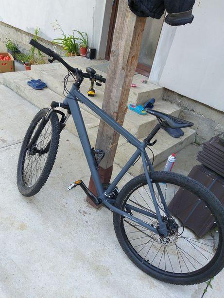 Bicicleta cu furcă hidraulica frane discuri, recent adusă din germania