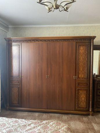 Продам 6 ти дверный шкаф в связи с переездом