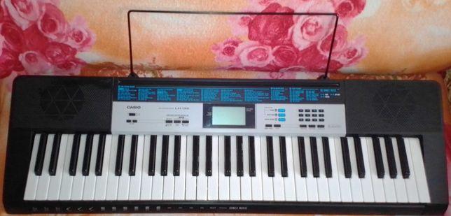 Продам синтезатор CASIO LK-136