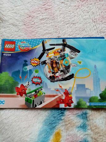 "Set lego Super Hero Girls ""Elicopterul Bumblebee"""